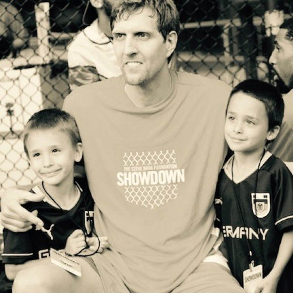 1bb_2705_-_dirk_poses_w_two_young_germany_fans_on_the_bench_sml